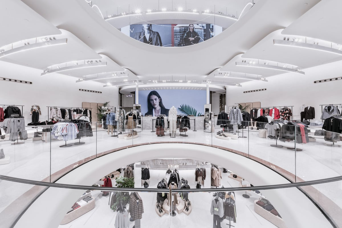 Exhibition Stand For Zara : Trison integrates the audiovisual technology of the new flagship